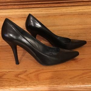 Stuart Weitzman Black Leather Pump - Size 6.5